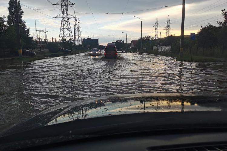 Lac pe Bulevardul Muncii din Cluj-Napoca, după o rupere de nori - VIDE