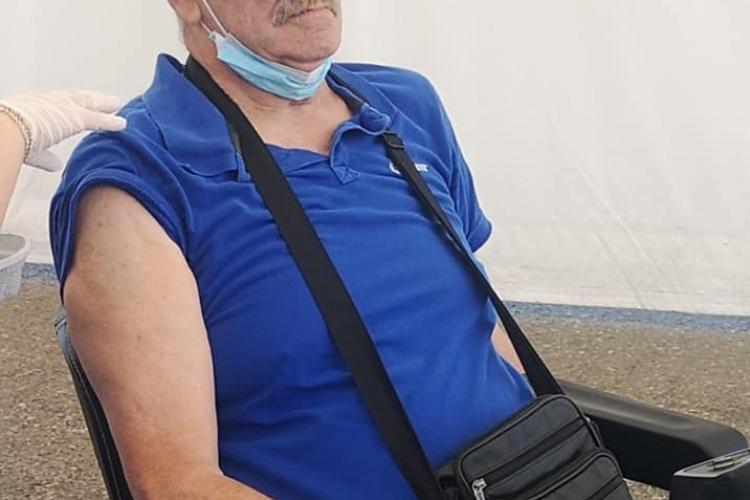 Cluj: Poveste care te face să îți ÎNGHIȚI CUVINTELE! Cu picioarele amputate, în scaun electric, dar s-a dus să se vaccineze - FOTO