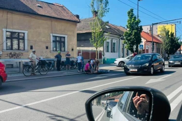 Biciclist lovit pe Moților, la ieșire de pe pista de bicicliști - FOTO
