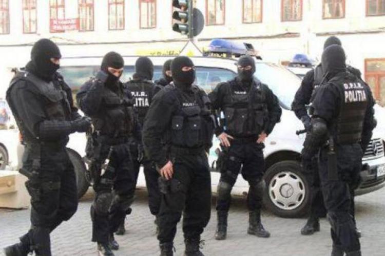 Rețea de contrabandă protejată de poliție, destructurată în România. Percheziții în Cluj și alte câteva județe