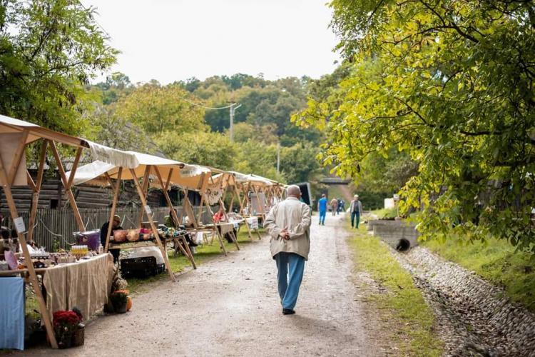 Târg al meșterilor populari la Parcul Etnografic din Cluj-Napoca