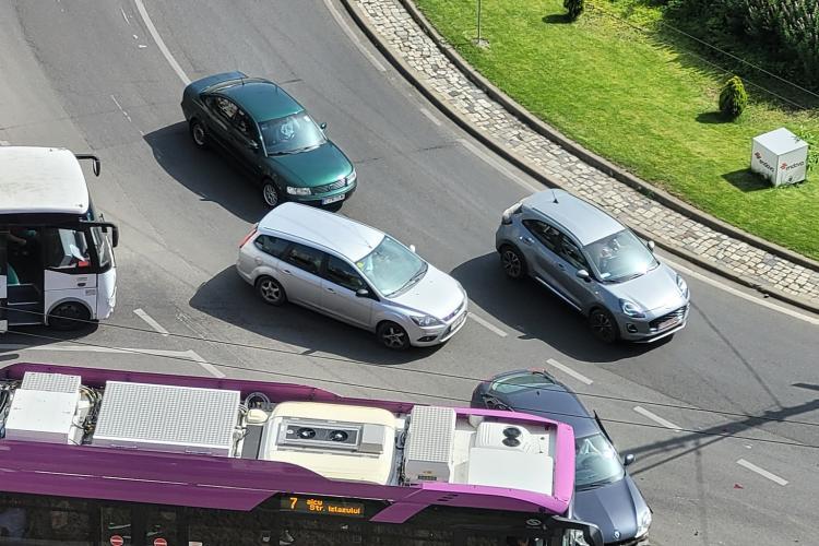 Accident în sensul giratoriu din Mărăști - FOTO