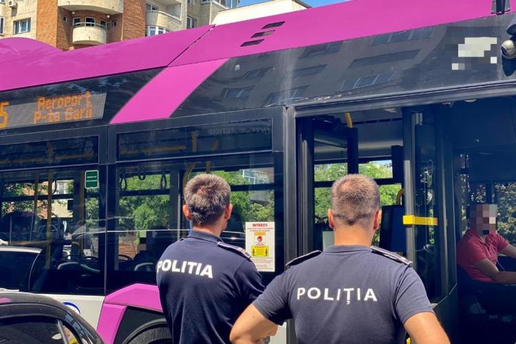 Polițiștii clujeni au efectuat controale în autobuzele din Cluj-Napoca. O femeie de 62 de ani a fost reținută - FOTO