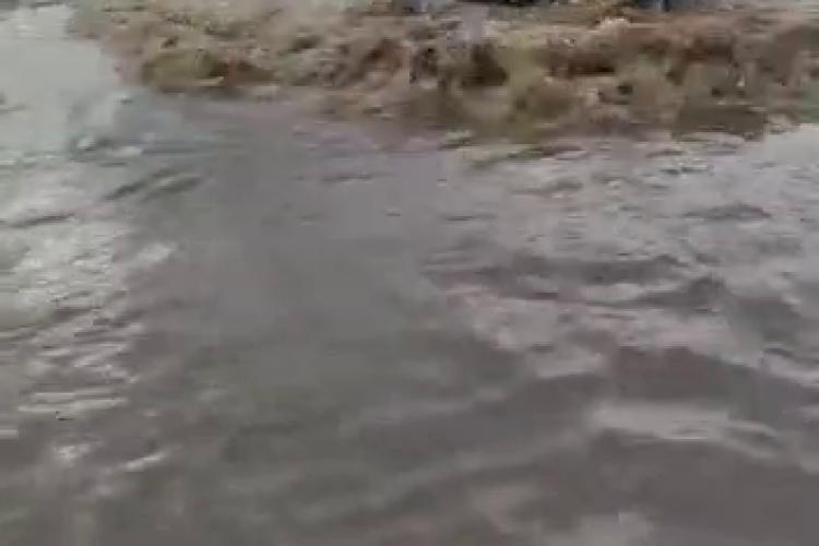 Inundații la Lita, în județul Cluj! Viitura a făcut pagube însemnate. După grindină, acum a venit apa - VIDEO