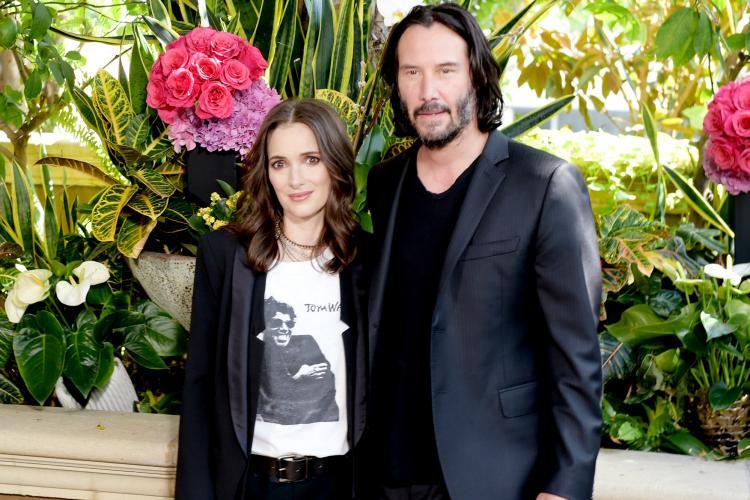 Cum au ajuns Keanu Reeves și Winona Ryder să se căsătorească în România?