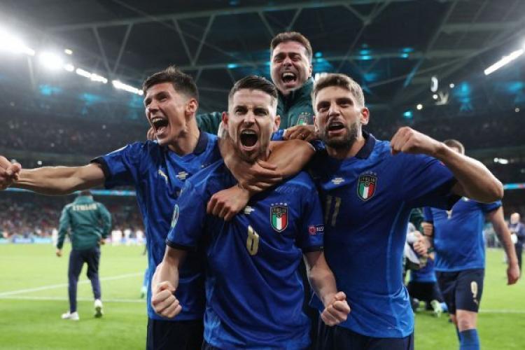 Italia este prima finalistă de la EURO 2020, după ce a învins Spania la lovituri de departajare