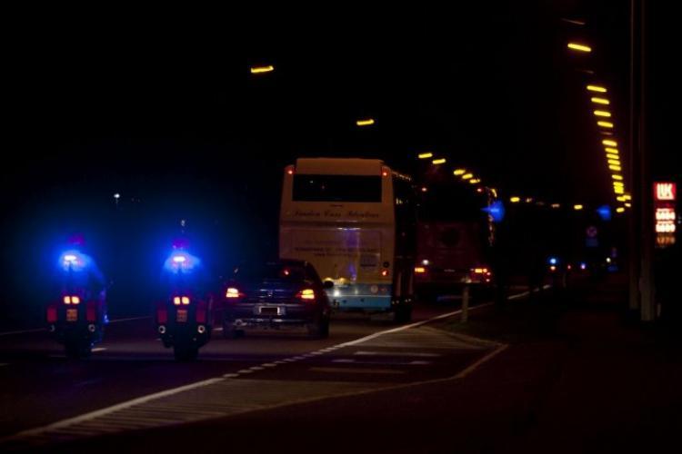 Autocar plin cu 40 de persoane, lovit de o şoferiţă de 25 de ani care nu i-a dat prioritate, la Sibiu