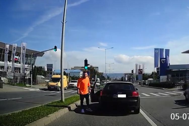Șicanări agresive în trafic pe Calea Turzii! S-a și dat jos din mașină pregătit de bătaie - VIDEO