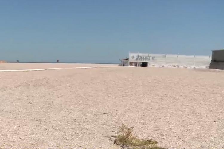 VIDEO: Plaja lărgită din Mamaia a atras un VAL de nemulțumiri: Nisipul nu e fin, apa e prea adâncă, șezlongurile prea departe de mal