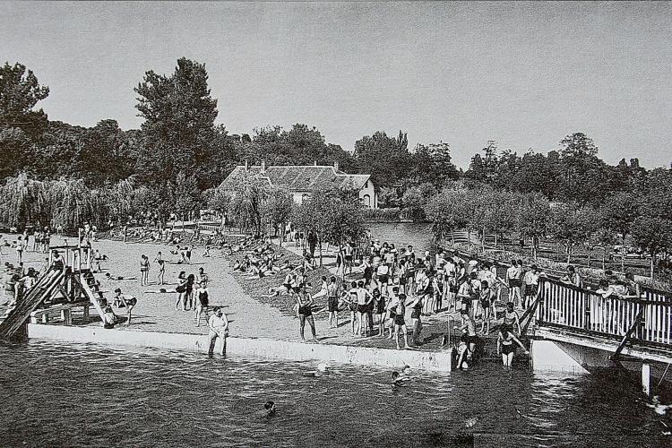 Ștrandul Municipal era conectat în anii 60 la Canalul Morii, unde oamenii făceau baie - FOTO