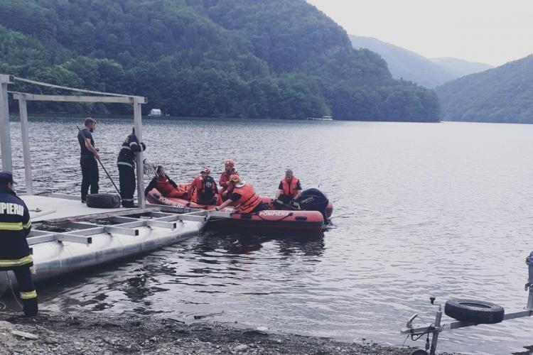 Tânără rănită la Tarnița! Salvamontiștii au coborât-o cu greutate până la lac - FOTO