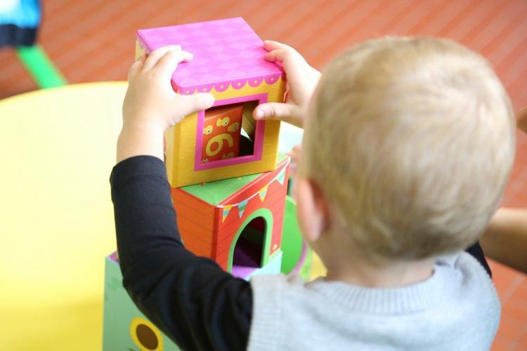 Mămicile furioase pe Emil Boc, la înscrierea copiilor la creșă: Am fi depus online dosarul, dacă sistemul ar fi funcționat