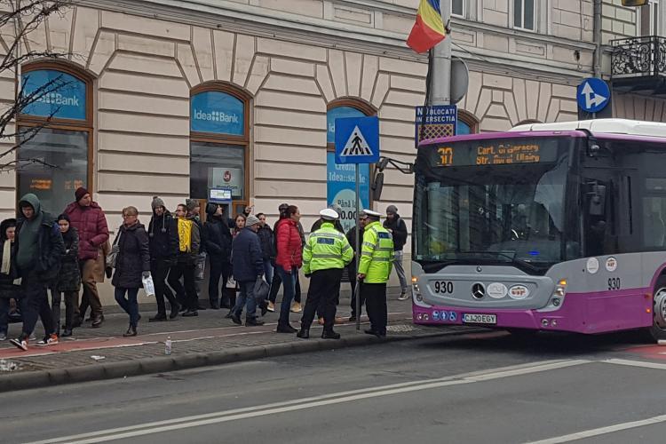 Femeie lovită de un autobuz pe strada Regele Ferdinand