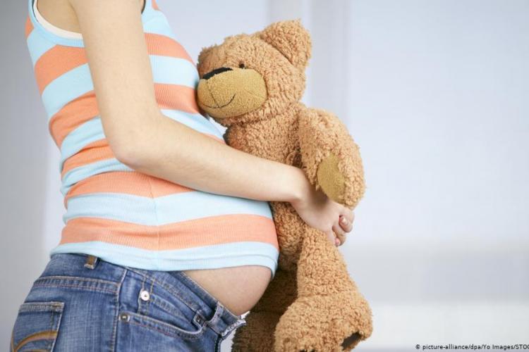 Creștere alarmantă a numărului de gravide minore. Aproape 300 de minore au rămas însărcinate în Cluj, în 2020, din cauza proxeneților