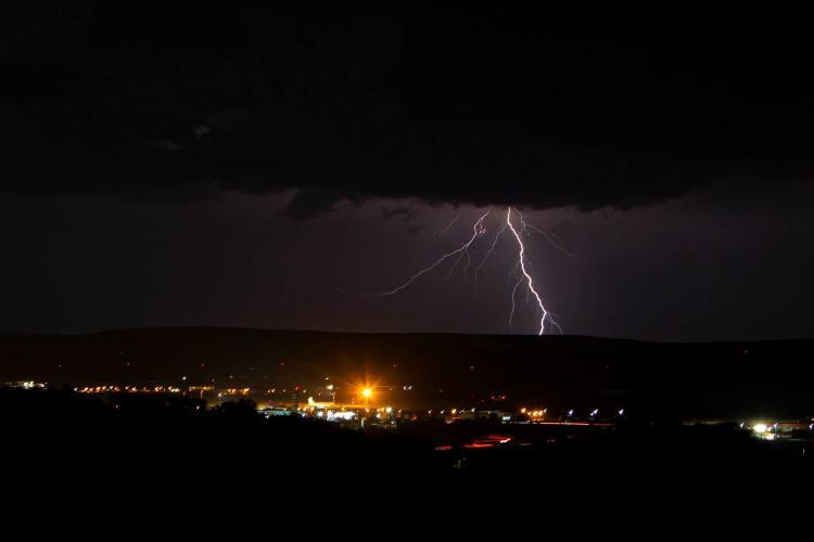 Imagini superbe cu furtuna de vineri seara, surprinse în Dezmir - FOTO