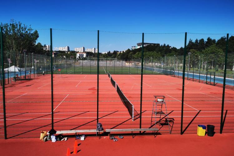 Se REDESCHID terenurile de sport de la Baza Sportivă Gheorgheni