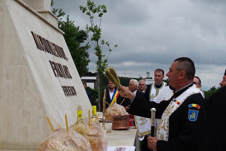 Monumentul Eroilor Sfințit în Feleacu: Glorie eternă eroilor neamului! - FOTO