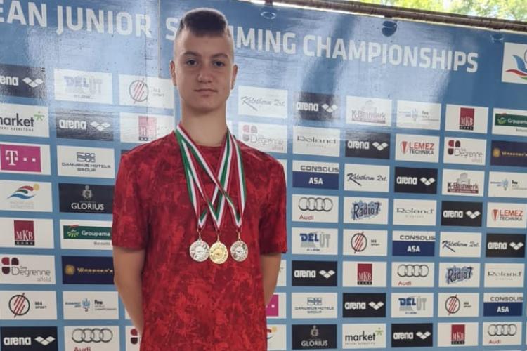 Un înotător clujean a obținut 3 medalii de aur la un concurs în Ungaria