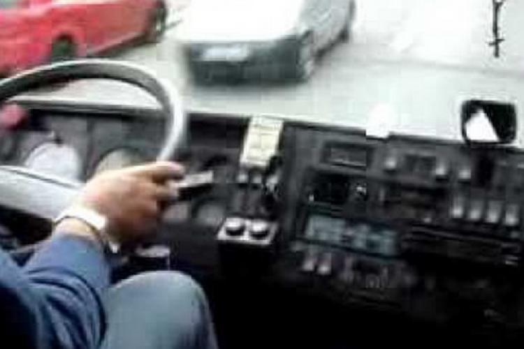 """Oamenii din Săvădisla, certați de șoferul autobuzului pe motiv ca """"vorbesc ungurește"""". Au voie numai românește"""