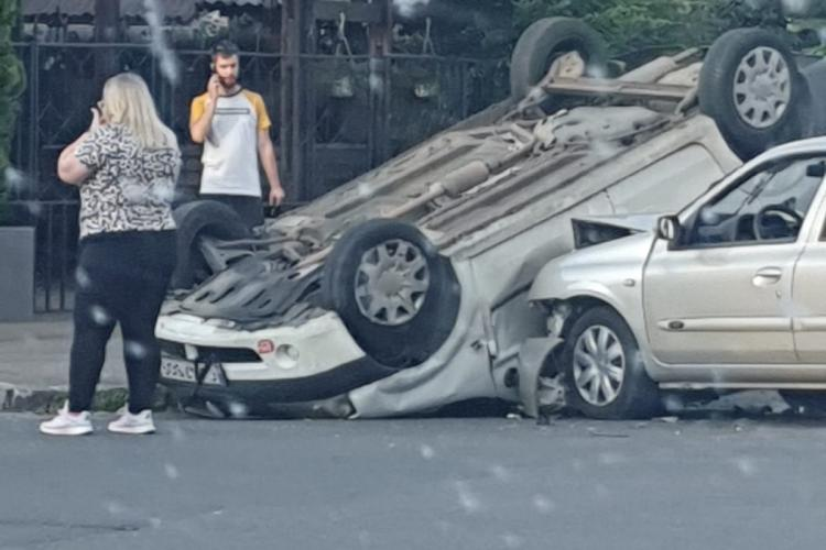 Accident in Grigorescu, lângă Fairplay. O mașina s-a răsturnat - FOTO