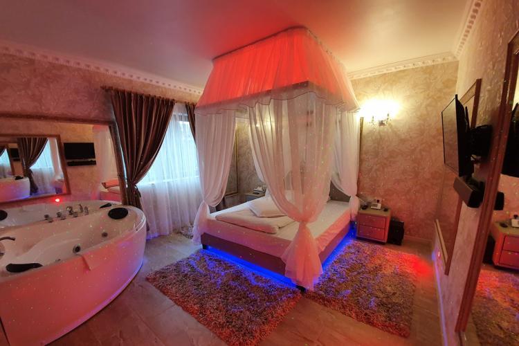 Ce hoteluri rezervă românii când își înșală partenerii. Unii preferă hotelurile din Cluj