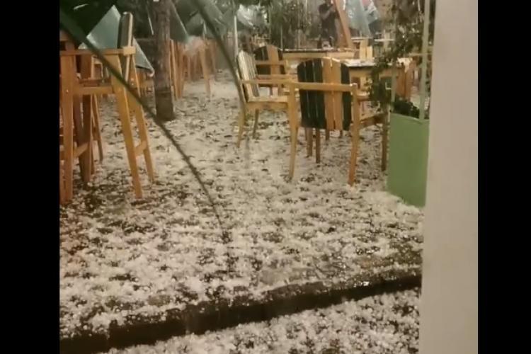 Grindina a făcut ravagii la Cluj-Napoca. A venit ca un ciclon tropical  - VIDEO