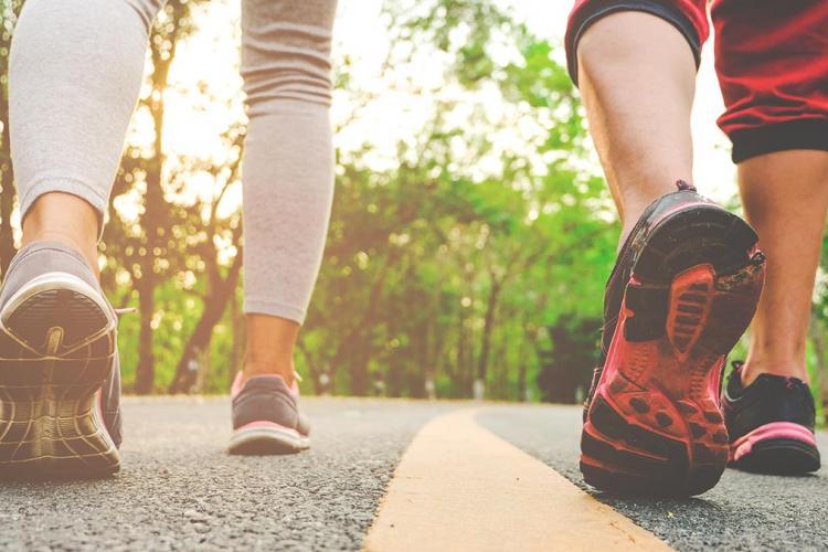 10.000 de pași pe zi pentru a slăbi e un mit. Câți pași trebuie, de fapt, pentru a avea rezultate