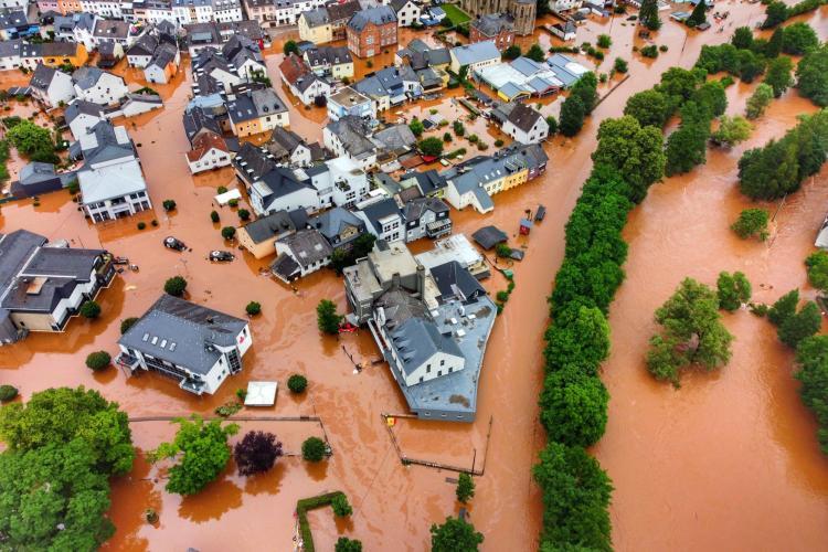 Români și bulgari, prinși la furat în zonele afectate de inundații din Germania