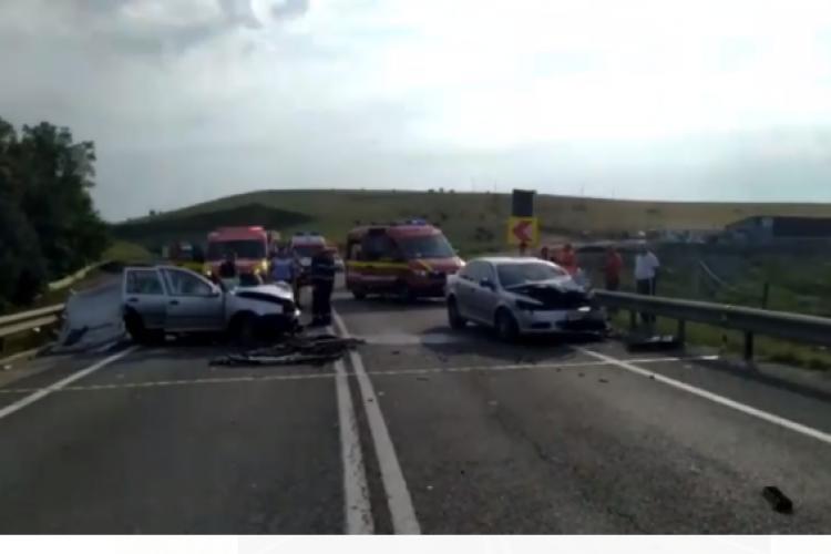 Cluj: Două mașini făcute praf, luni dimineață, în zona Vâlcele. Ambii șoferi au ajuns în spital - VIDEO
