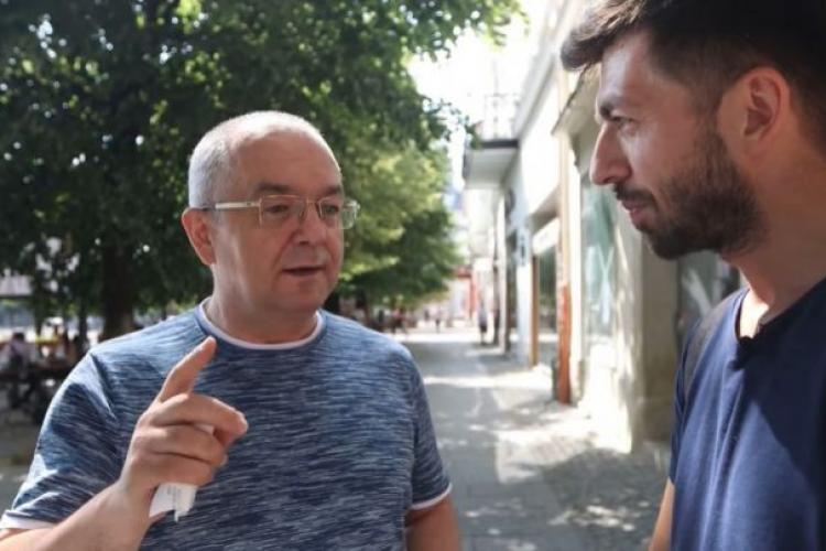 Mircea Bravo l-a întrebat pe Boc dacă se consideră un om bogat. Edilul s-a căutat în buzunare - VIDEO