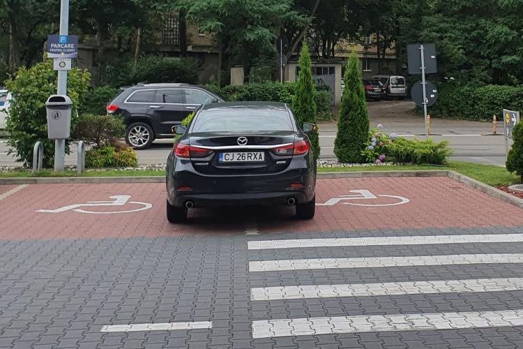 Parcare pe locurile persoanelor cu handicap, la LIDL Gheorgheni, două zile la rând: M-a făcut și frustrat - FOTO