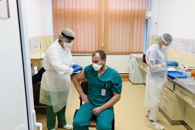 Boc: Cadrele medicale ar trebui obligate să se vaccineze. Susțin ideea din Franța