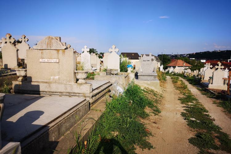 Poliția Locală Cluj-Napoca e degeaba. Un bărbat a reclamat vandalizarea Cimitirului Cordoș - FOTO