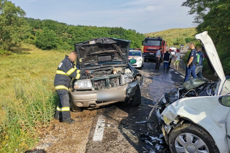 Cluj: Accident în Valea Florilor. Bărbații nu au părăsit mașinile avariate până la sosirea ajutoarelor - FOTO