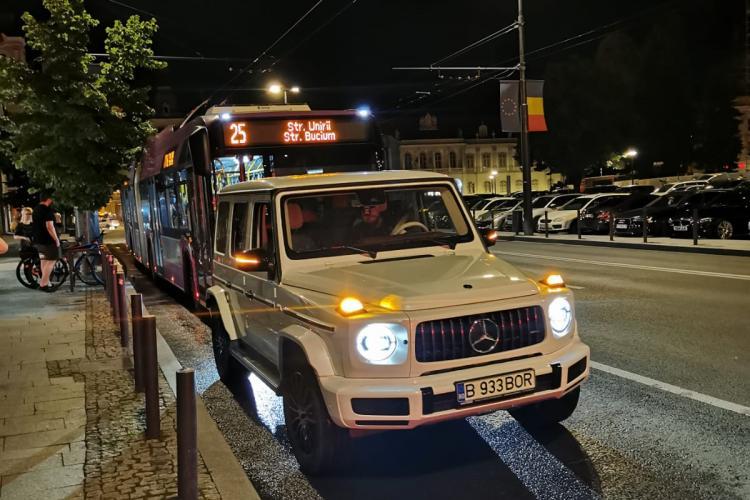 Cluj: Un nesimțit cu numere de București a blocat intenționat banda dedicată transportului public - VIDEO