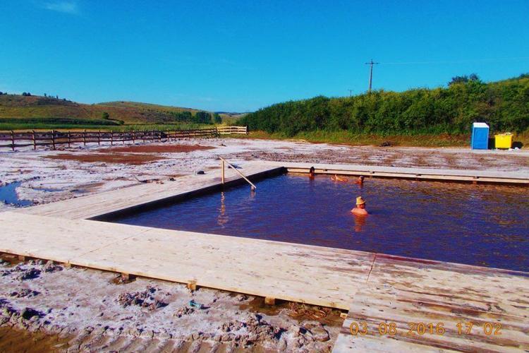 Bijuteria de bazin cu apă sărată de la Sic! Accesul e gratuit și bazinul deține un record neoficial - FOTO