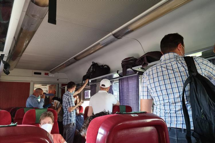 CFR Călători vinde locuri în picioare la clasa 1: Să vă fie rușine, nesimțiților - FOTO
