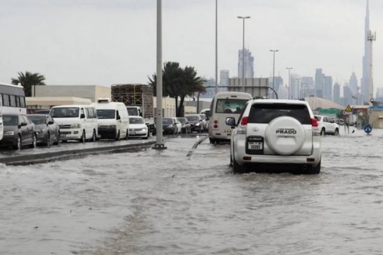 """În Emiratele Arabe Unite au fost """"însămânțați"""" norii pentru a reduce temperaturile de 50 de grade Celsius"""