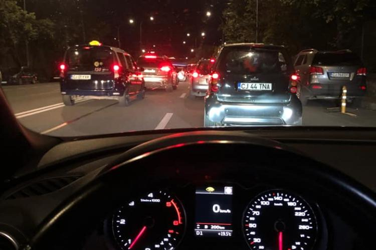 Un șofer mort de beat a blocat Calea Florești, miercuri seara. L-au oprit alți șoferi. Era pericol public - FOTO