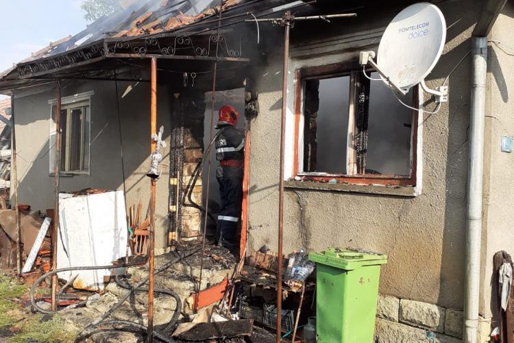Cluj: Un bărbat a suferit arsuri grave în urma unui incendiu izbucnit în Cornești - FOTO