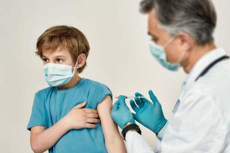 Valeriu Gheorghiță a făcut anunțul! Din 2 august, tinerii de peste 12 ani vor fi vaccinați împotriva COVID-19