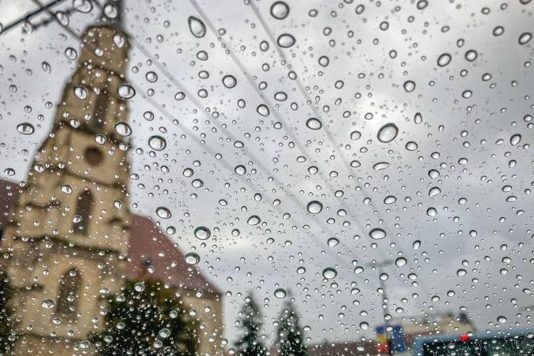 ALERTĂ Meteo! COD GALBEN de ploi și vijelii în județul Cluj și alte 24 de județe din țară