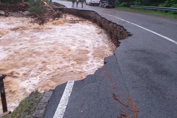 Drumurile rupte de inundațiile din Cluj, refăcute cu bani de la guvern