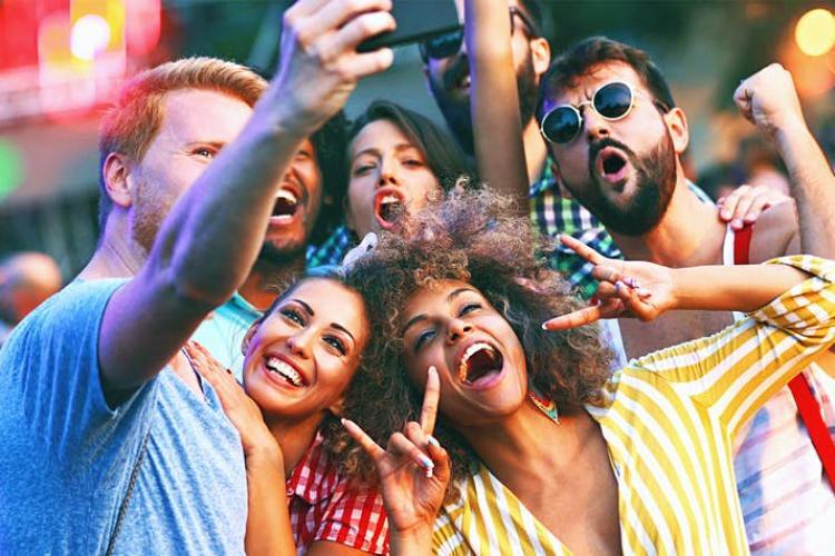 Din 1 august, se pot organiza festivaluri cu 75.000 de participanți