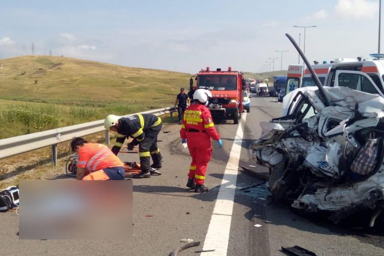 Un bărbat a MURIT după ce mașina lui a intrat în coliziune cu un autocamion vineri pe sensul Turda - Sebeș - VIDEO