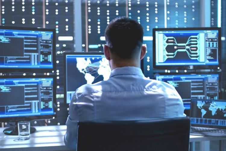 Boc vrea sa angajeze un informatician cu 10.000 de lei si nu gaseste