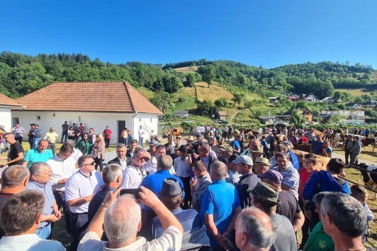 Ministrul Agriculturii a inaugurat punctul de achiziții bovine din orașul Câmpeni