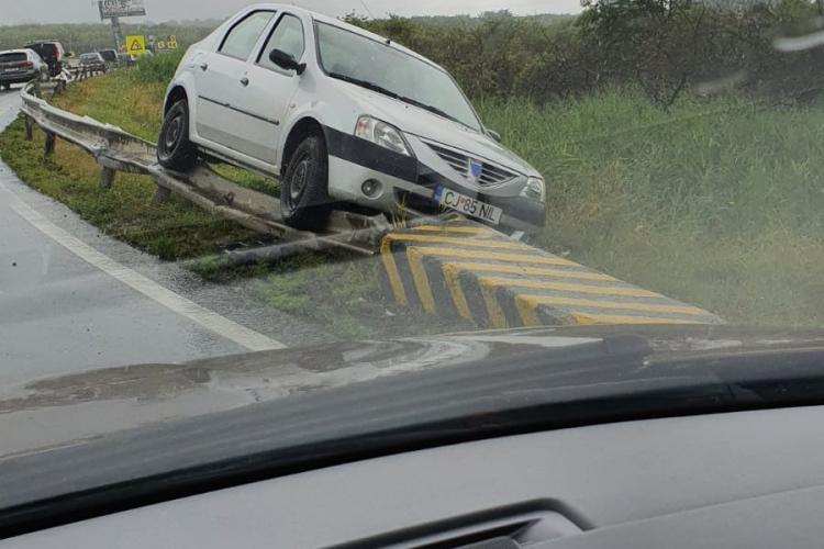 Cluj: Un șofer face acrobații pe Dealul Feleacului - FOTO