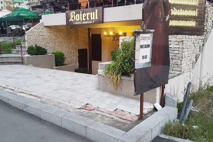 Clubul de manele Boierul, din Mănăștur, îi înnebunește pe vecini. A fost scandal și chef până la 4