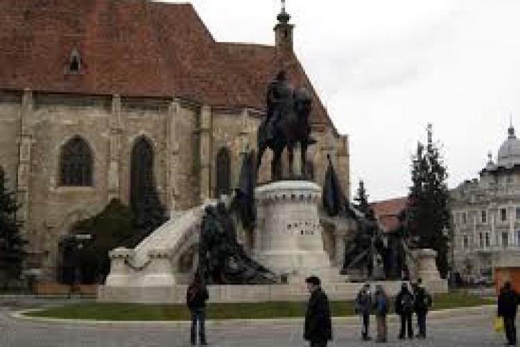 Statuia lui Matei Corvin, vandalizata. Politia l-a prins pe curajos